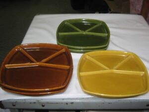 4 SECTIONED STONEWARE DINNER PLATES.LOT of 5