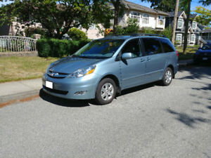 2006 Toyota Sienna LE - EXTREMELY LOW KMS
