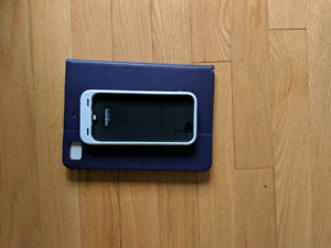 Mophie juice pack Black and White both cases for $50