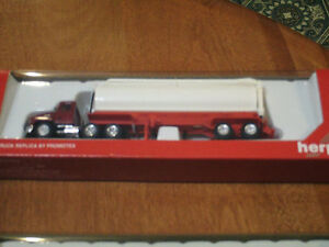 HO scale Walinga Feed tractor trailer