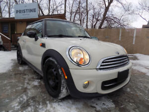 2012 MINI Classic, NAV, PANO-ROOF, 2 Sets of Tires, No Accident