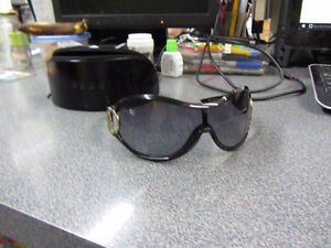 AUTHENTIC GUCCI GG 2561/S  SUNGLASSES.it great condition