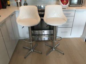 A pair of White Bar Stools (Casalife)
