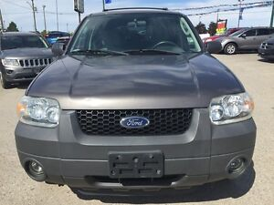 2005 FORD ESCAPE XLT * AWD * PREMIUM CLOTH SEATING London Ontario image 9