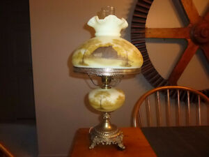 Fenton Art Glass Log Cabin Parlor Table Lamp. London Ontario image 2