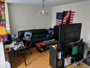 yonge and bloor furnished room for summer sublet! Move in june 1