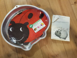 Ladybug / Bubble-bee Cake Pan - used once