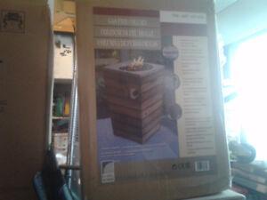 Beau foyer extérieur fonctionnant au propane neufs dans la boîte