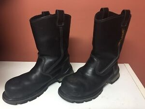 Mens like new caterpillar steel toeslip on boots,size 8 1/2!!