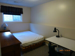 Nice Bright Room for Rent - Walk to College  :)