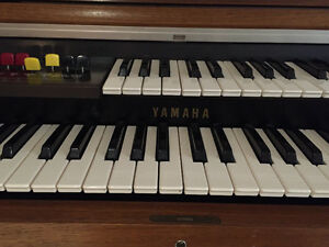 Yamaha Organ excellent condition Regina Regina Area image 3