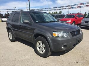 2005 FORD ESCAPE XLT * AWD * PREMIUM CLOTH SEATING London Ontario image 8