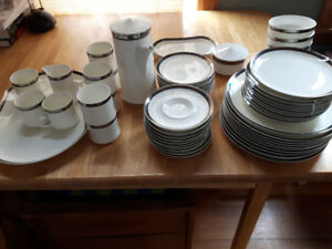 Mikasa Solitude - Fine Japanese Bone China Set - Mint Condition
