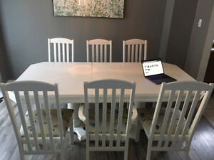 White, Wood 4-8 Pers. Dining Table w/ 2 Leaves  & 6 Chairs