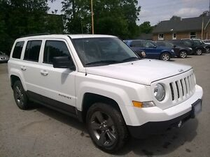 2015 JEEP PATRIOT SPORT * 4X4 * LOW KM * SHOWROOM CONDITION London Ontario image 8
