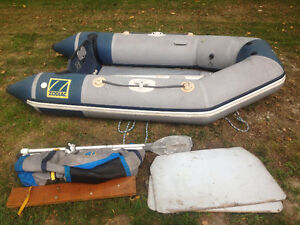 Zodiac C2605 with oars , cover and pumps