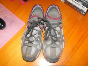 Work boots & shoes[womens] size 9 4 pairs