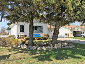 Bungalow with lake view and close to school-Portage la Prairie