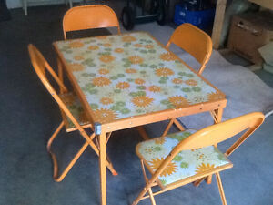 RETRO Children's Table and Chairs