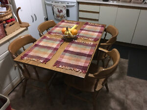Solid Oak Kitchen Dining Table with 5 Solid Oak Chairs