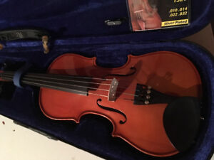 Violin: 3/4 in size (Reduced by $100) Must sell!