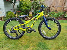 GT Stomper Ace 20 kids mountain bike