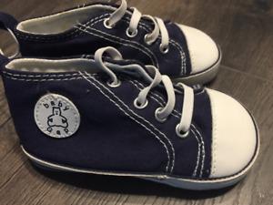Gap infant soft shoes size 5 NWOT