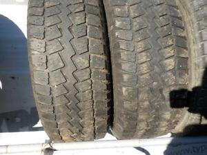 Several sets of rims and several sets of winter tires