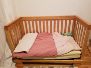 Toddler wood crib