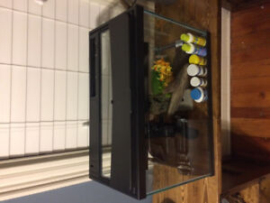 20 Gallon Fish Tank (comes with appliances)