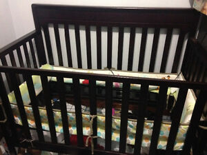Brown Graco 3-1 convertible Crib
