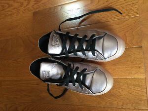 Girl's Converse All star Ox (size 4)