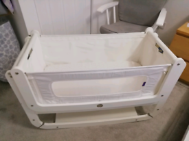 Snuz Pod white with mattress and 2 sheets covers
