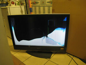 """40"""" Sony LCDTV,for parts,works,but broken matrix(CRASHED screen)"""