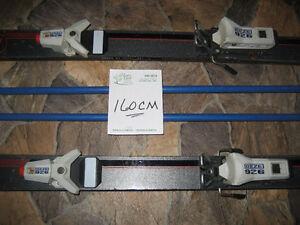 Ski alpin de 160 cm avec poles pour $25