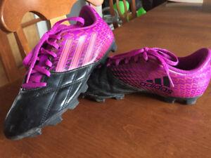 Souliers de soccer fille ADIDAS (gr. 3.5)