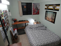 Sprint Sublet 1to4 bedrooms in a 4 bedroom apartment - $450