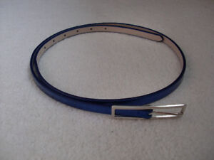 ASSORTED SIZES (MEDIUM & LARGE) AND COLOURS OF WOMEN'S BELTS