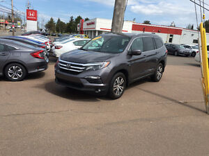 2016 Honda PILOT TOURING RARE FIND BLACK on BLACK