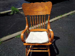 Pressed back solid wood Rocking chair Kitchener / Waterloo Kitchener Area image 1
