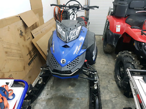 2010 summit 800xp  ***NEED GONE***