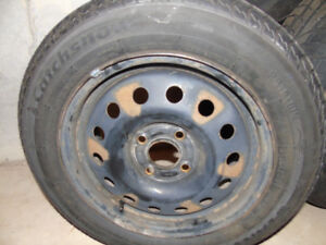 4 Winter tires Catchsnow, 4 bold 195/60R15 Barely used