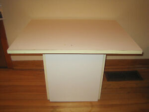 TABLE BLANCHE CARRE PIED CENTRAL