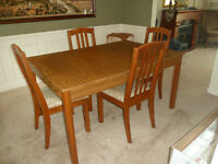 Hurry need sold - 4 chairs and table with leaf