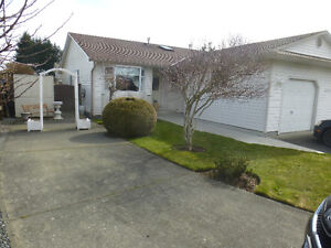 Comox central - 2 bedroom 2 bath House with beautiful Garden