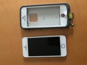 Mint condition iPhone 5s with Life Proof case