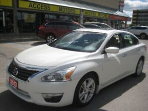 2013 Nissan Altima , Camera, Sunroof,  Extra clean