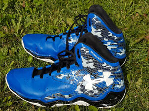 Clutch Fit Lightning Under Armour Basketball Shoes- Size 9