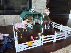 RARE Grand Champions Stable &Horse Family- from Sears in 2001-02