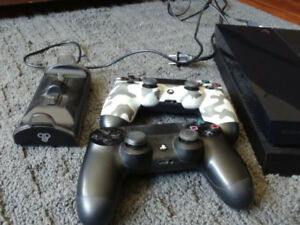 PS3 500 GB + 2  controllers +3 games +charging station